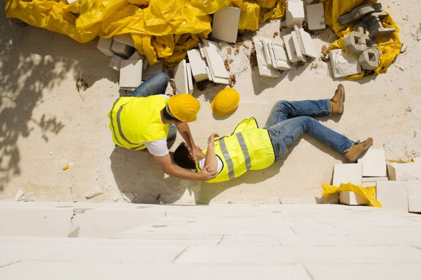 Wypadek w zakładzie pracy – sprawdź, jakie świadczenia Ci przysługują